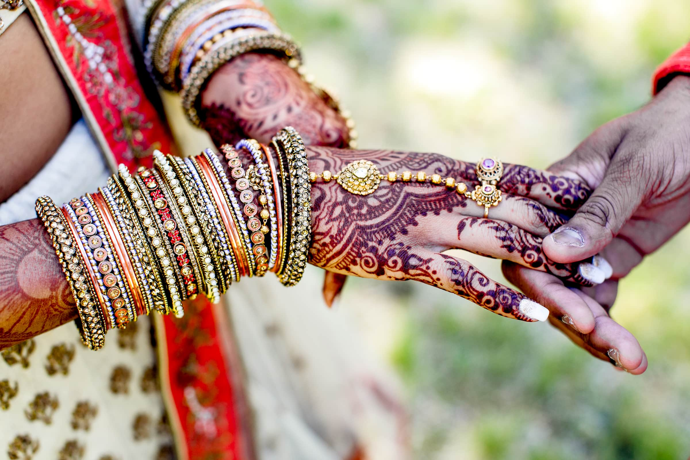 Indian wedding with couples hands and brides henna at Sunriver Resort Wedding in Bend Oregon by Jos and Tree