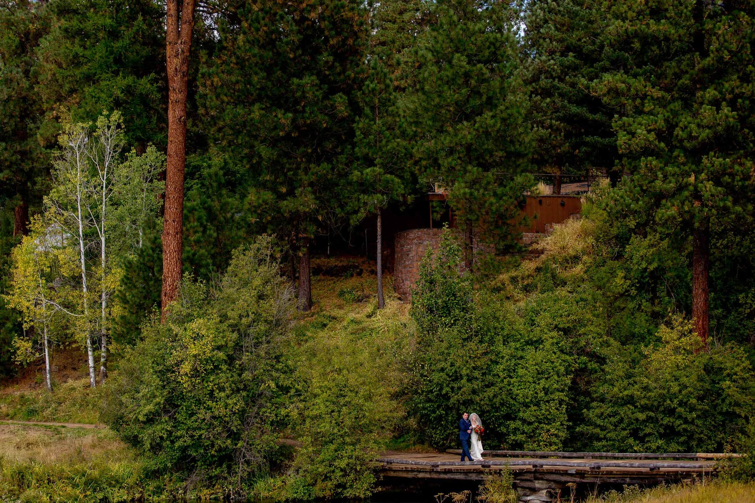 Gorgeous photo of bride walking into ceremony during a House of Metolius wedding ceremony.