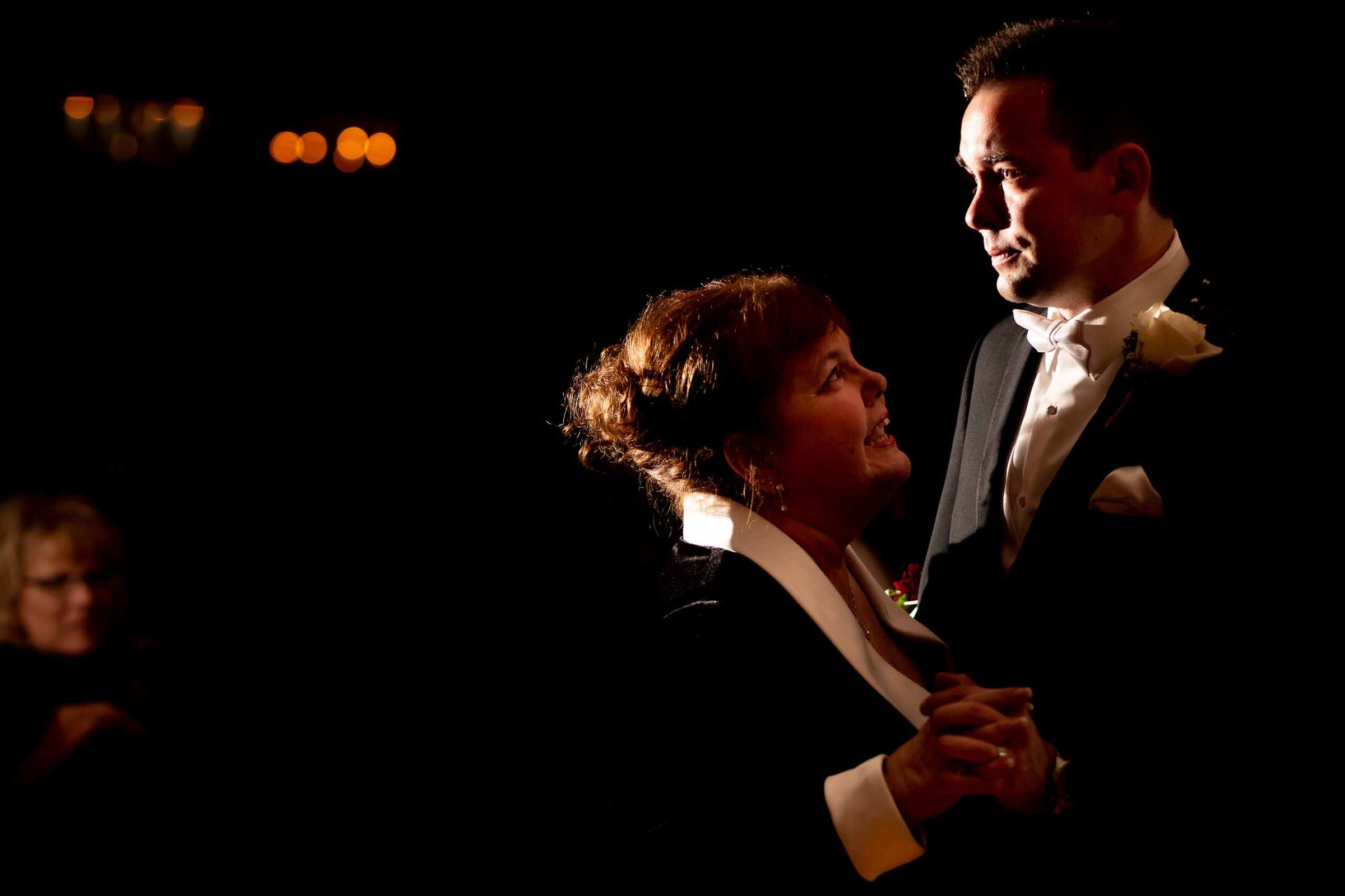 Groom and mother first dance during a Columbia Gorge Hotel wedding ceremony
