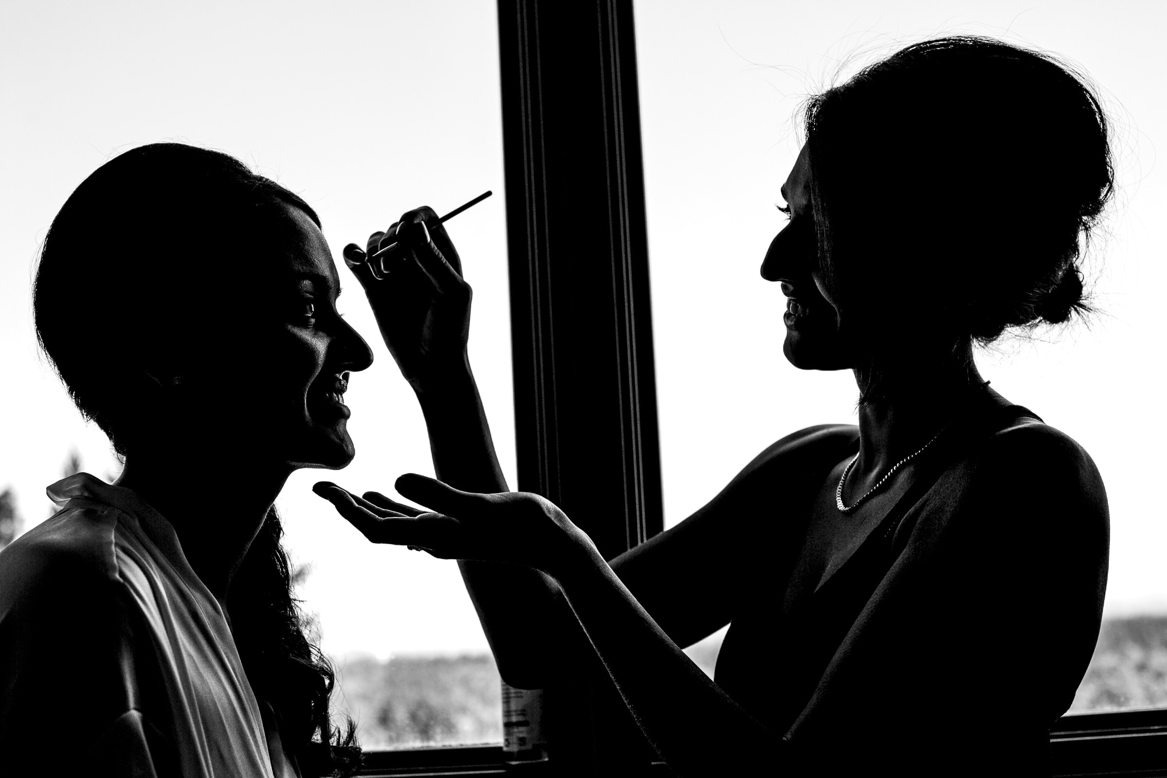 Bride getting ready for her Oregon Golf Club wedding just outside Portland and Lake Oswego, Oregon